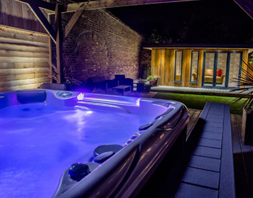 Pools & Hot Tub Supplier Clarkston MI - Pool Supplies | Poolmart & Spas - home-pool
